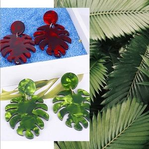 NWT (2) Pairs Marbled Resin Palm Leaf Earrings